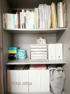 本や書類、仕事道具を収めている壁面収納