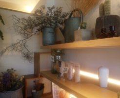 カフェの素敵な飾り棚 ドライフラワー
