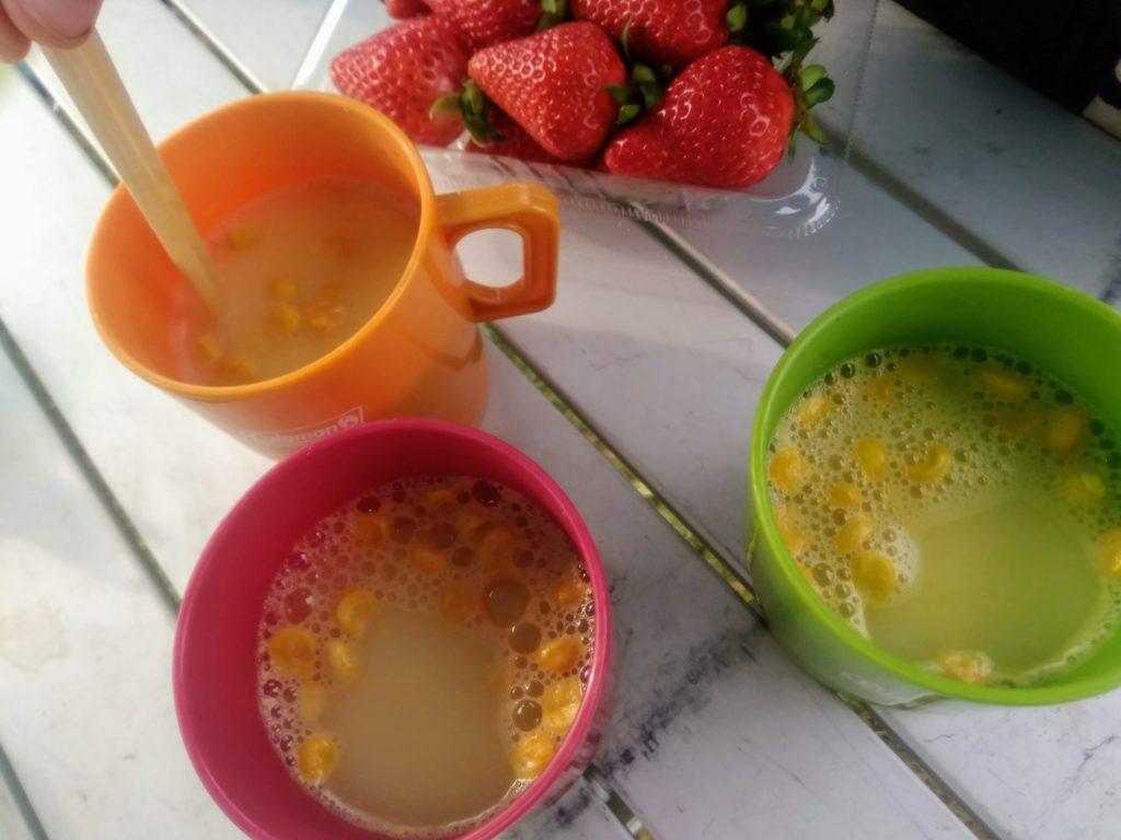 キャンプの朝食