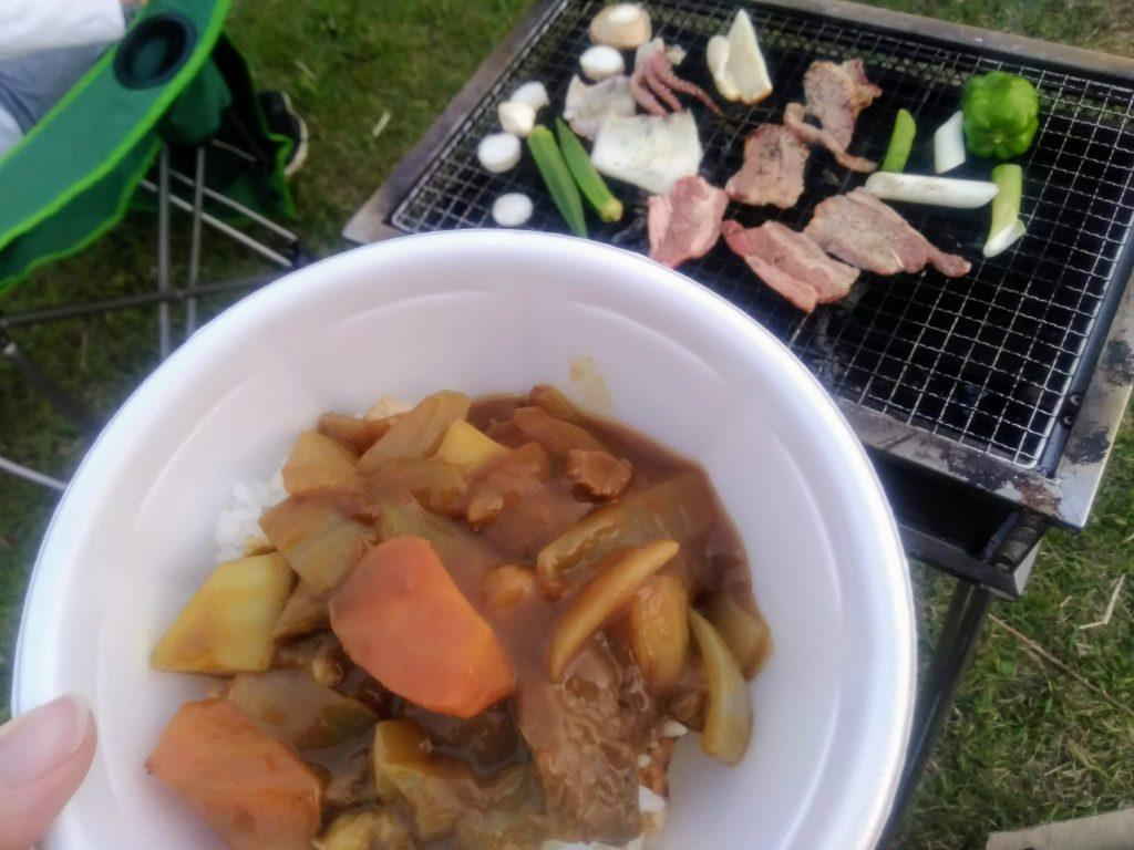 キャンプご飯はカレーと焼肉