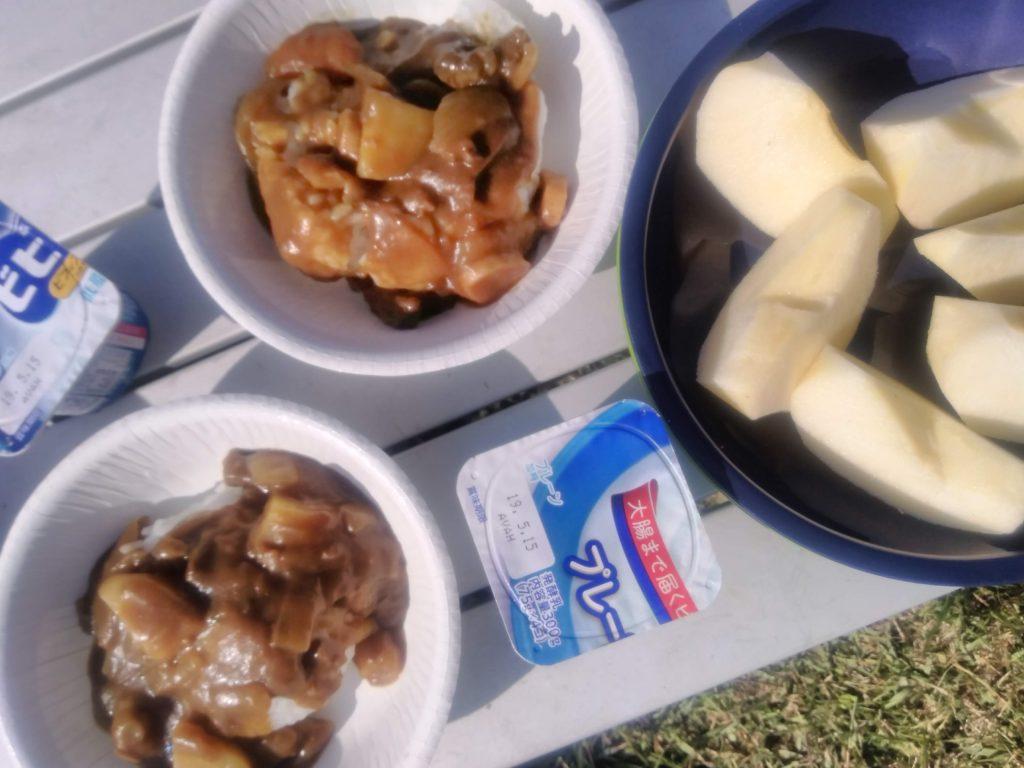 キャンプでの朝食は残り物カレー